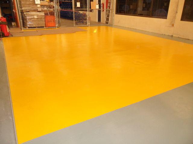 Area de almacen color amarillo cromo acabado semi mate for Pintura para pisos colores