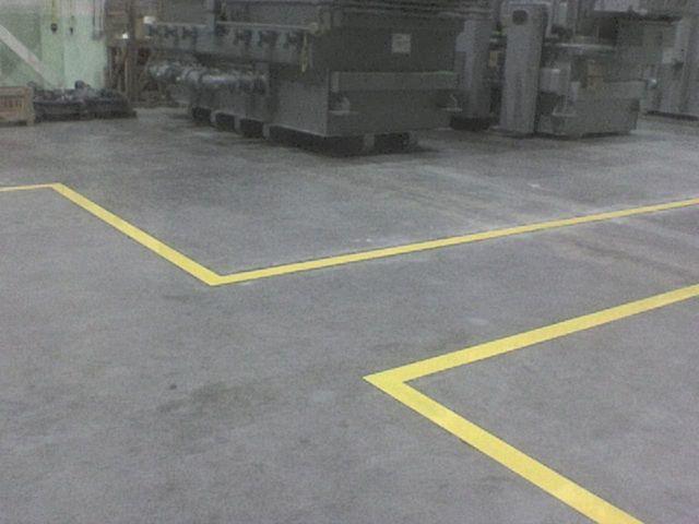 Linea de seguridad sobre piso de concreto pulido grupo for Piso de concreto pulido